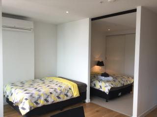 Superior 1bdr Apt with City View, Melbourne