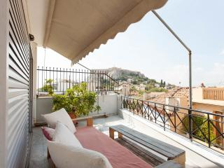 Great apt in Plaka with private roof top & balcony