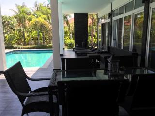 Villa Hua Hin 5 min drive to downtown and beach