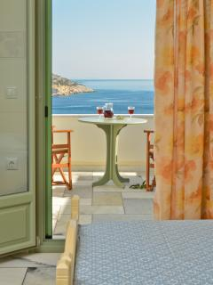 Studio number 2. Ideal for couples or single travellers. Beautiful sea view.