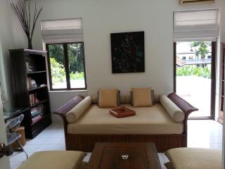 Rainforest Retreat Bedroom Suite for Women, Singapura