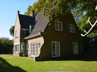 Centraal gelegen villa met 4 slaapkamers (10 bedde