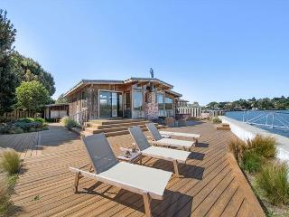 Spacious home with stunning views on the Bolinas Lagoon