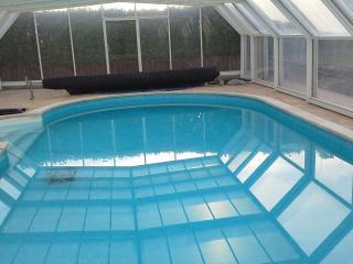 chambre d hote dans grande maison au calme piscine