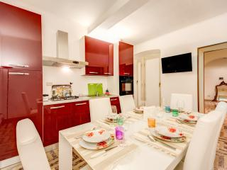 SPANISH STEPS; 3 bedroom, 2 bathroom, 7 PAX, WIFI