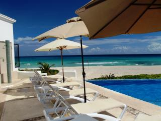 BEACHFRONT OCEAN DREAM CANCUN CLUB ZONE 1BR CONDO, Cancún