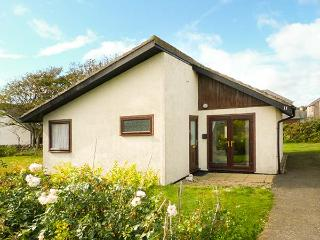 11 LAIGH ISLE, detached, ground floor, pet-friendly, WiFi, lawned garden, Isle of Whithorn, Ref 929652