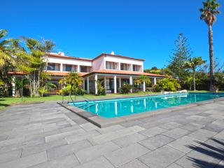 Luxury Villa with private Beach, Canical