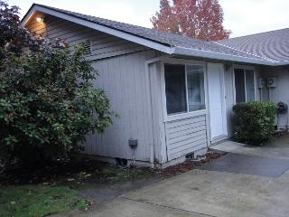Beaverton Charm and Elegance; Centrally Located