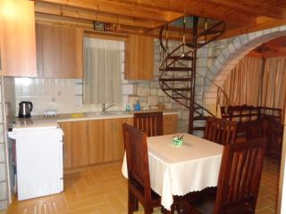 Menina Farm ( Apartment with terrace), Calamata