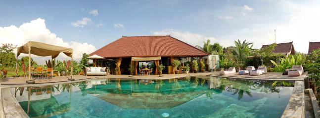 our small paradise, 5 minutes from the crowd of Canggu... world class service and food..