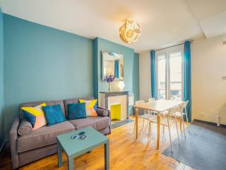 Cosy apt, trendy Canal Saint Martin,  Central/Close to Gare du Nord (Eurostar).