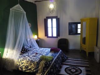 Casa 'La Bodega' -Habit verde- con baño compartido, Chulilla