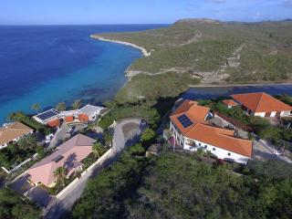 Villa Barbulete, on the edge of a cliff with a stunning ocean view