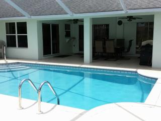 Adagio Villa - dual-heated pool, huge lanai, on a gulf access canal