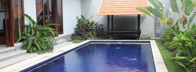 Disfrutar del hermoso clima de Bali en su propia piscina privada