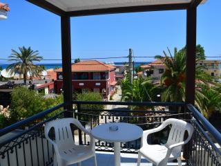 Montes Triple Studio for 3-5pax Sea View 70m from the Beach.