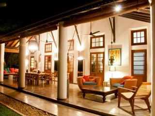 Amazing Oceanfront Family Villa, Weligama
