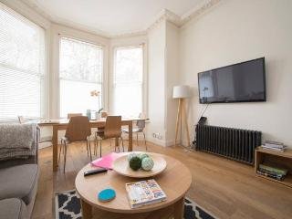 Family Friendly 4 Double Bedroom with Garden N6., Londres