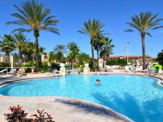 Spacious 3 bedroom townhome  resort + lazy river, Davenport