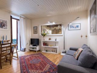 Elegante e tranquillo  appartamento con 4 letto e balcone