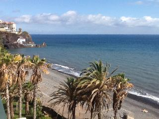 Beautiful beachfront apartment, Funchal
