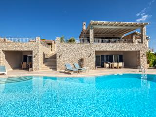 Villa Angelico, amazing view, private pool, 5 bedrooms, free wifi and parking.