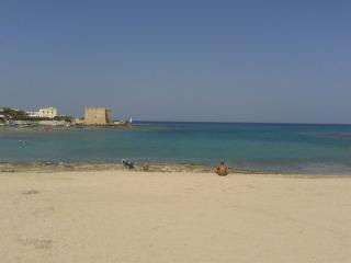 il mare salentino di fronte, Torre Santa Sabina