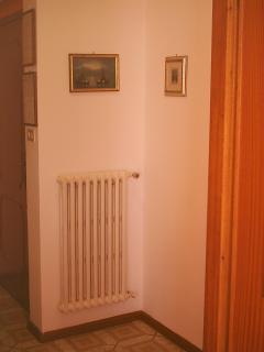 Entrata alloggio: avvisi su imposta di soggiorno, numeri di emergenza e altre informazioni
