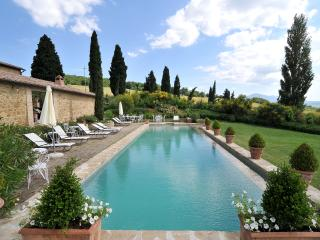 Tuscan Farmhouse with Private Pool and Beautiful Views - Villa Gaia, Monticchiello