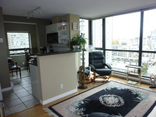 Deluxe Studio Apartment in Coal Harbour, Vancouver
