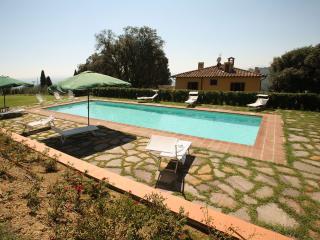 Villa Cozzile, Massa e Cozzile