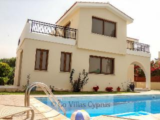 Comfortable 3 bedroom villa, panoramic views, pool, Kissonerga