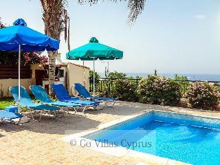 Comfortable 3 bedroom villa, panoramic views, pool