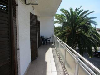 Holiday apartment Vukicevic, for 4 with sea view