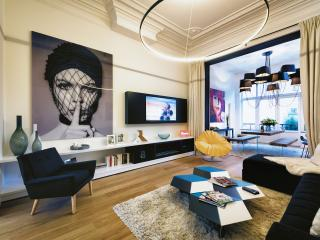 Louise/Chatelain - Spacious Apartment with Terrace