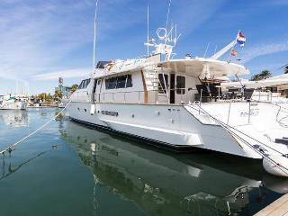 21 M yacht, 4 cabins for 8 guests, car available, Barcelone