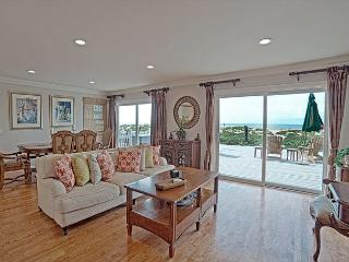 Oceanfront 3BR Stunner on Sunset Beach – Steps to the Water!, Huntington Beach