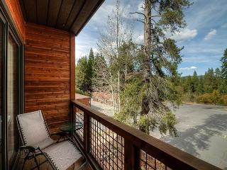 Tahoe Donner Home Base with Lofted Bedroom, Truckee