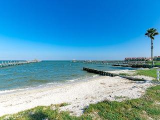 4BR Waterfront Home in Rockport, Walk to Private Beach!