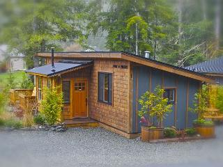 Family Cottage Port O Pierre (Pet Friendly) - From $160.00 CAD per night., Port Renfrew