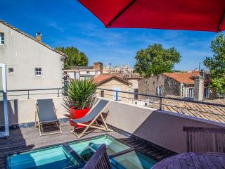 Wonderful 2 Bedroom Flat in Avignon with a Balcony, Aviñón