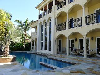 Private Waterfront 6 bedroom Vacation Home just off of Las Olas Boulevard, Fort Lauderdale