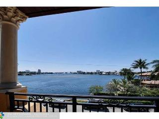 Waterfront 6 Bedroom Vacation Luxury Home | Breathtaking Views | Boat Dock, Fort Lauderdale