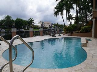 Charming Waterfront Luxury 4 Bedroom Family Vacation Home by the Beach, Fort Lauderdale