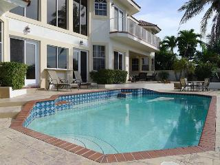 Waterfront 6 Bedroom Vacation Home | Private Pool and Spa | Steps to Ocean, Fort Lauderdale