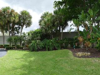 Resort Style 3 Bedroom Vacation Home with Intra-coastal waterway views, Pompano Beach