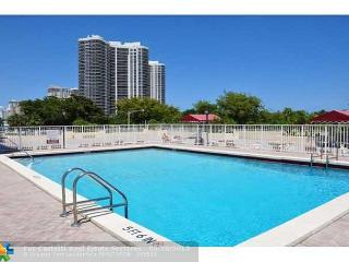 Beautiful 2 Bedroom Luxury Vacation Rental Condo by the Beach | Ocean Views, Fort Lauderdale