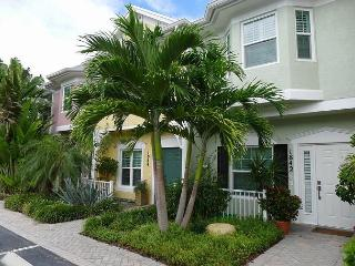 Beautiful 2 Bedroom Waterfront Luxury Vacation Townhome | Fantastic Views!, Fort Lauderdale