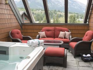 Gorgeous Penthouse With Outdoor 6-Person Hot Tub